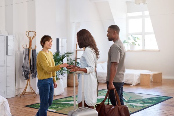 How to Be the Perfect House Guest