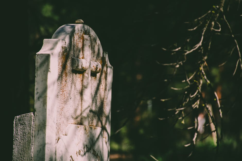 7 Helpful Tips for DIY Cleaning Headstones